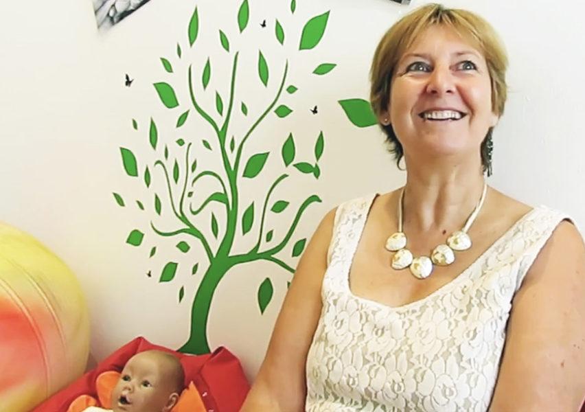 Elisabeth Lathuille-Ferjani, sage-femme de grande expérience qui pratique le suivi global et les accouchements à domicile.